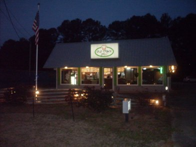 Old Trace Grill storefront at night photo_Kosciusko, MS