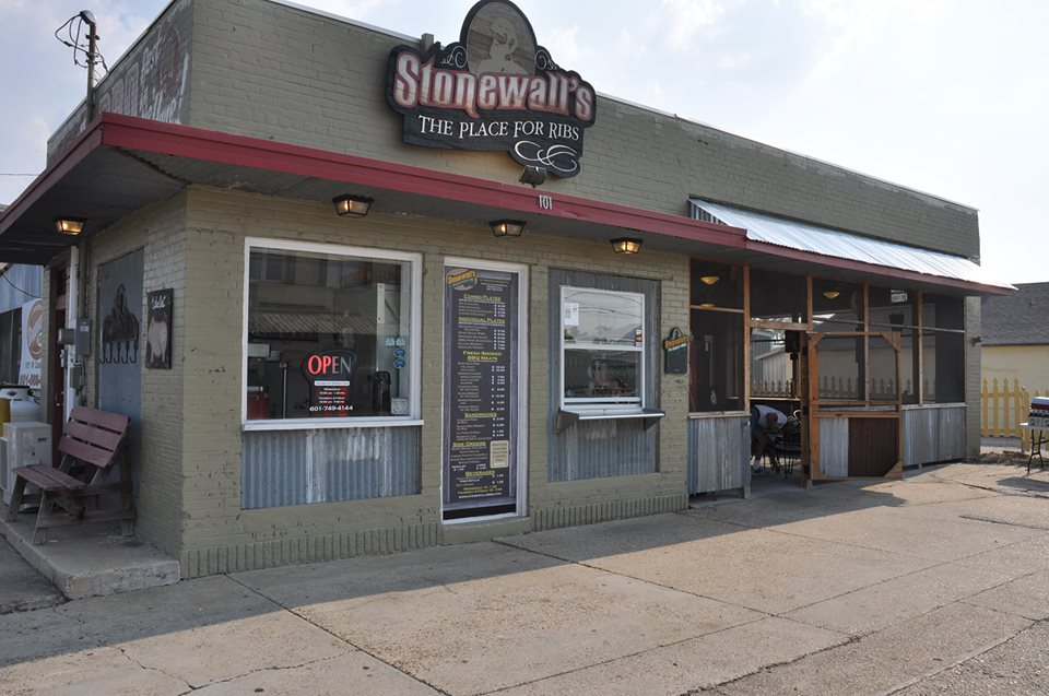 View of Stonewall's BBQ & Catering storefront in Picayune, Mississippi